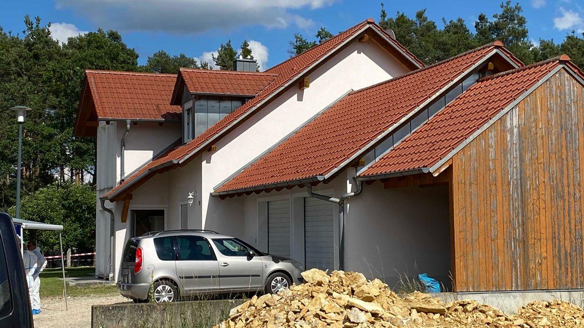 Das Einfamilienhaus, in dem das tote Paar gefunden wurde.