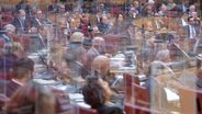 Sitzung unter Corona-Bedingungen im Bayerischen Landtag | Bild:picture alliance/Sven Hoppe/dpa