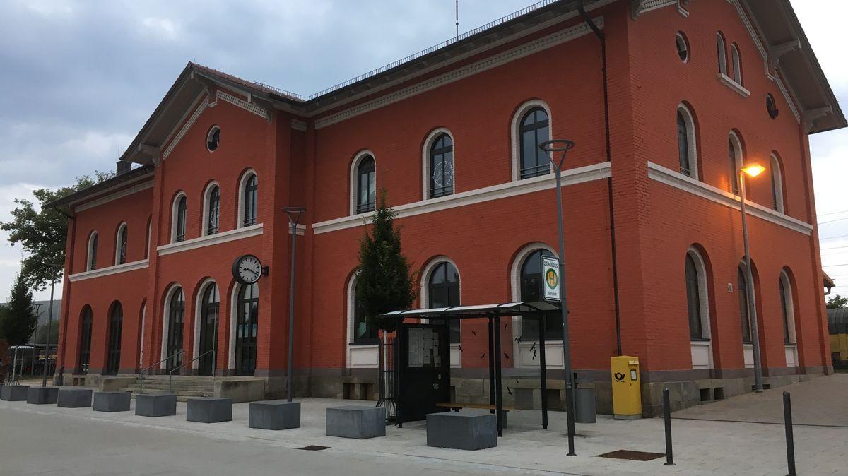 Der Dingolfinger Bahnhof.