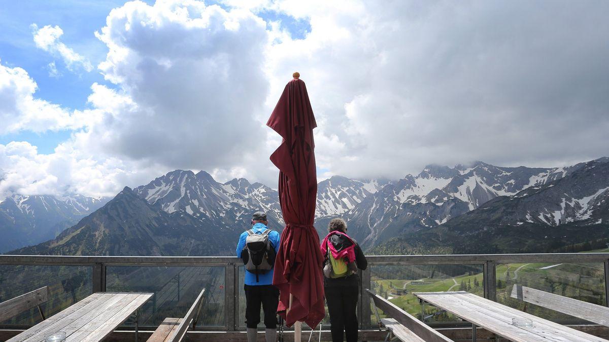 Mittelstation der Fellhornbahn: Ausblick auf das Bergpanorama