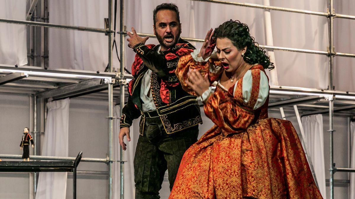 Deniz Yilmaz als Otello (li.) und Deniz Yetim als Desdemona