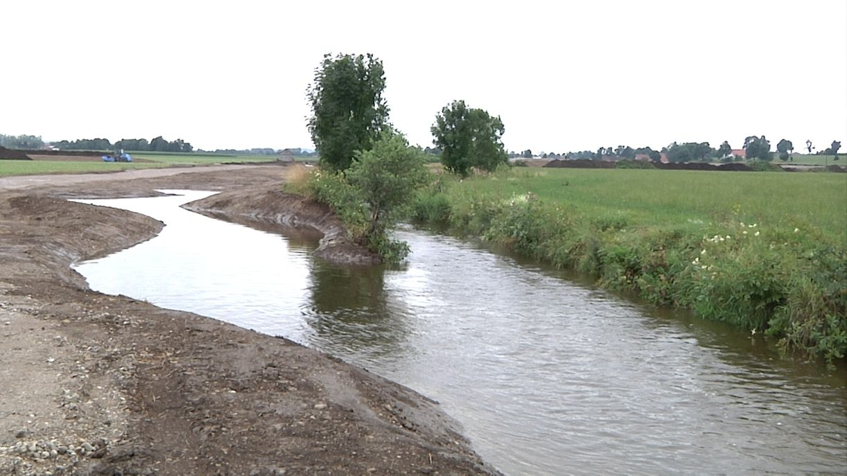 Baumaßnahme zum Hochwasserschutz an der Gennach bei Eurishofen, einem Ortsteil von Jengen im Ostallgäu.