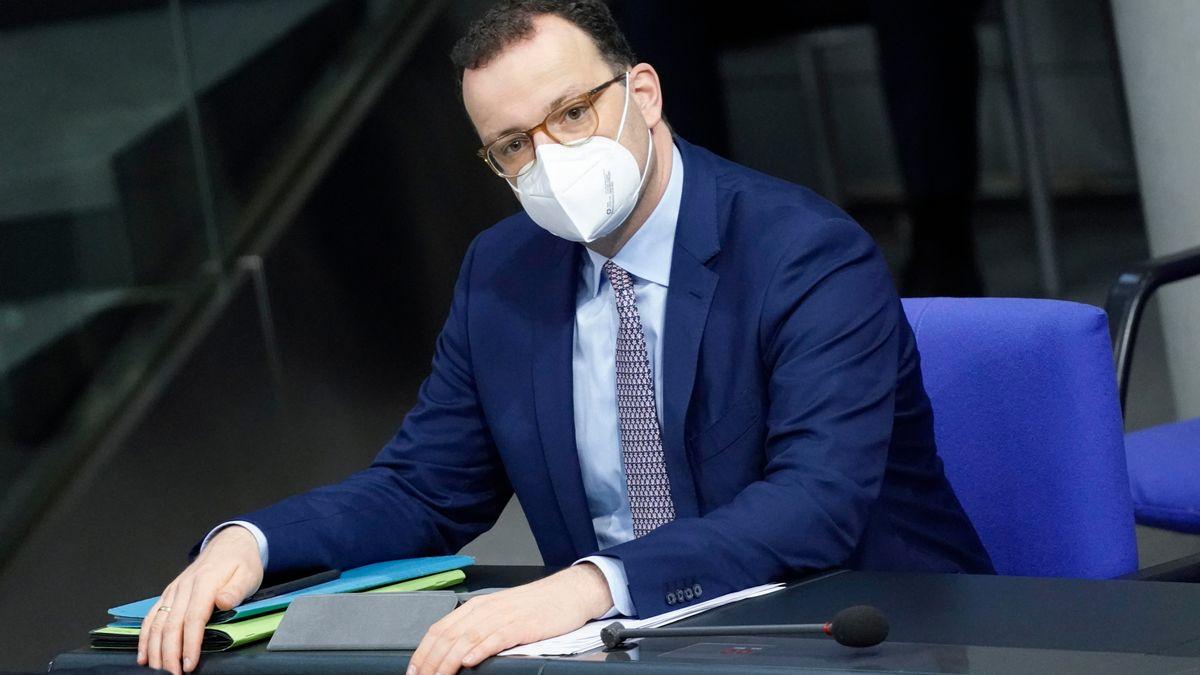 Bundesgesundheitsminister Jens Spahn mit einer FFP2-Maske