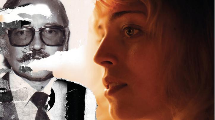 """Eine Kollage aus einem Schwarz-Weiß-Foto eines Mannes mit 70er-Jahrebrille und einer bunten Fotografie einer jungen Frau: Filmplakat zu """"Die Tochter des Spions"""""""