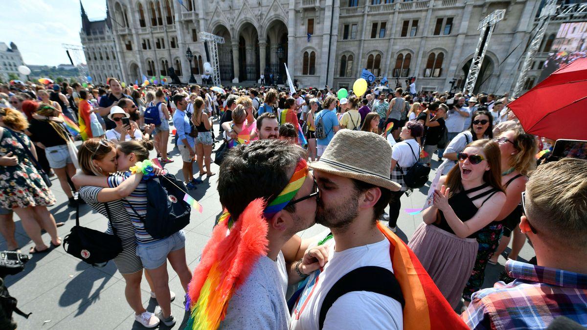 Flash Mob zu Gay Pride in Budapest