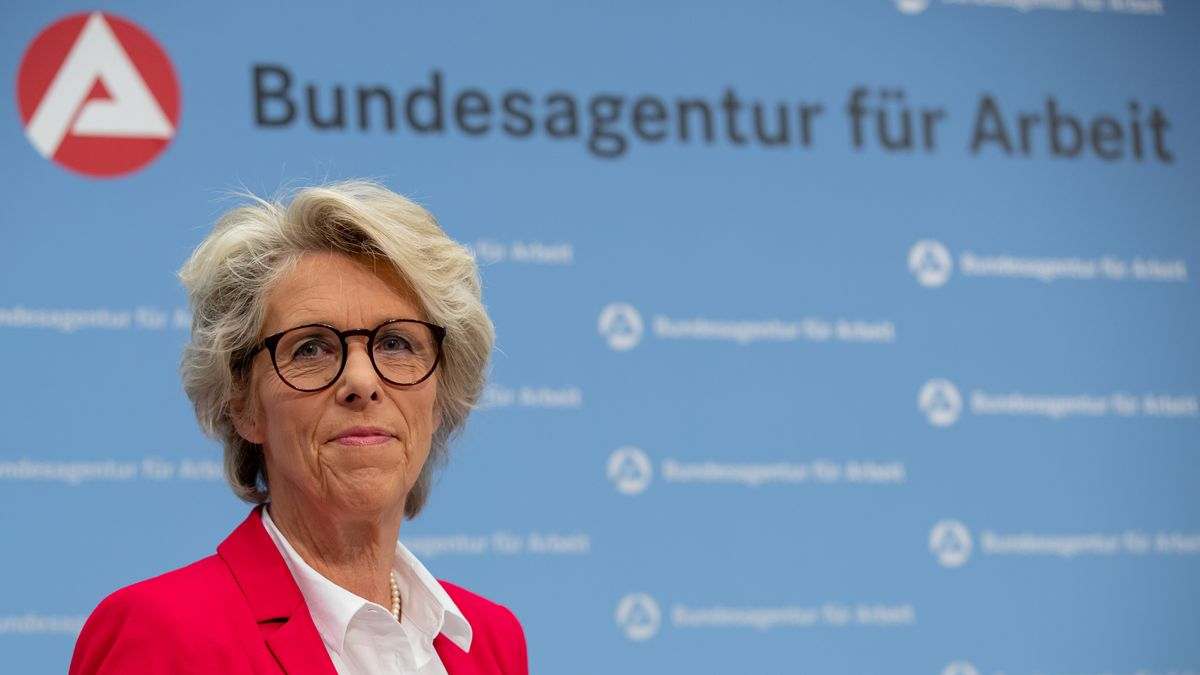 Christiane Schönefeld, Bundesagentur für Arbeit