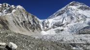 Blick über den Khumbu-Gletscher auf das Mount Everest Basislager, Himalaya. | Bild:picture alliance/imageBROKER/Egmont Strigl
