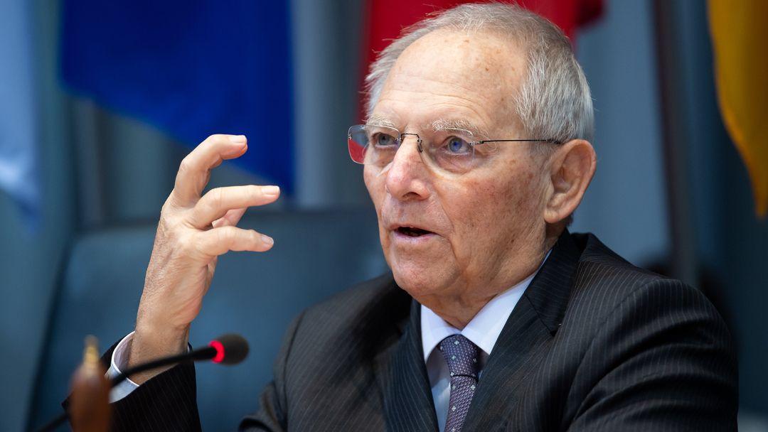 Bundestagspräsident am Mikrofon