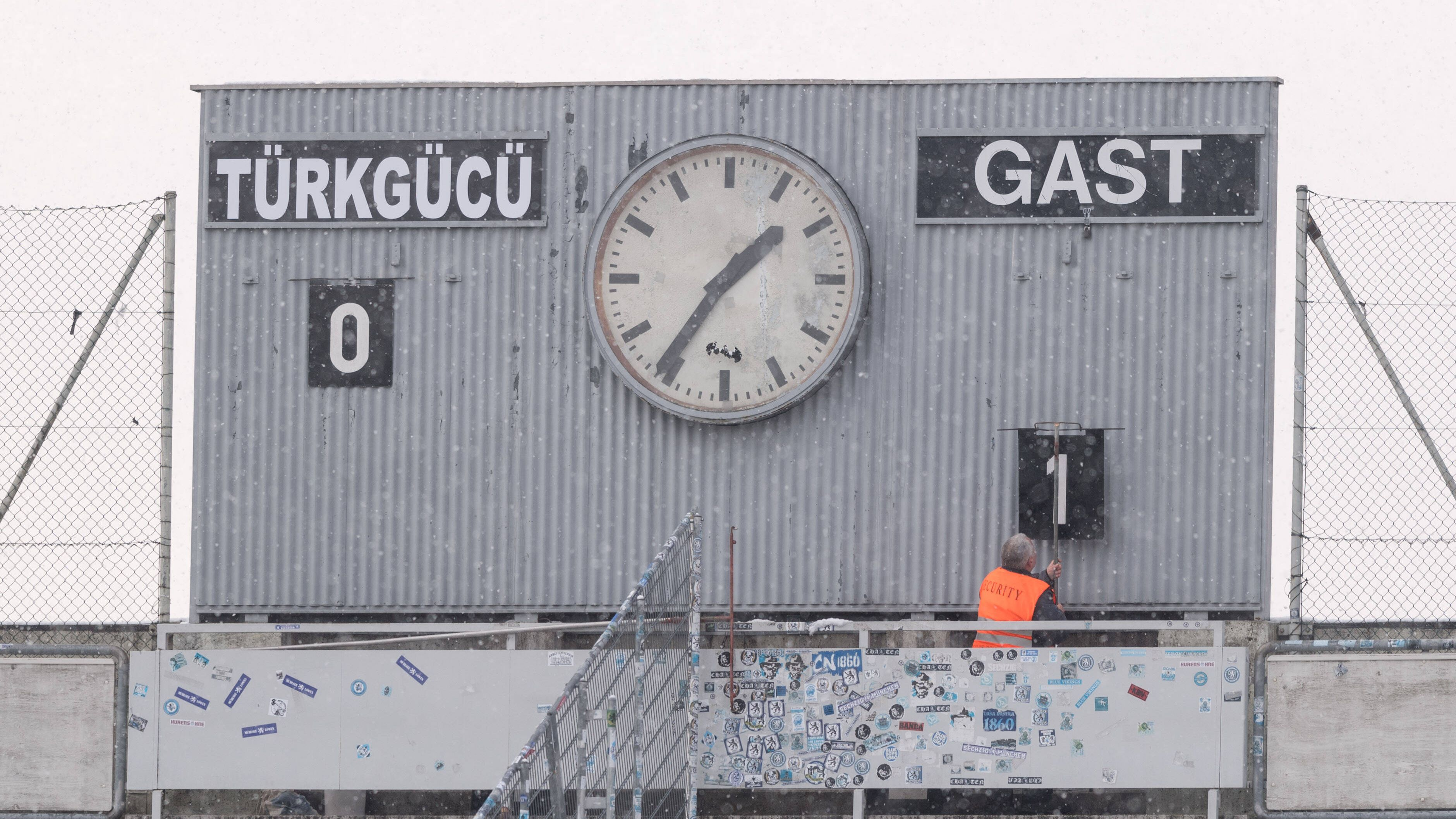 Anzeigetafel im Grünwalder Stadion