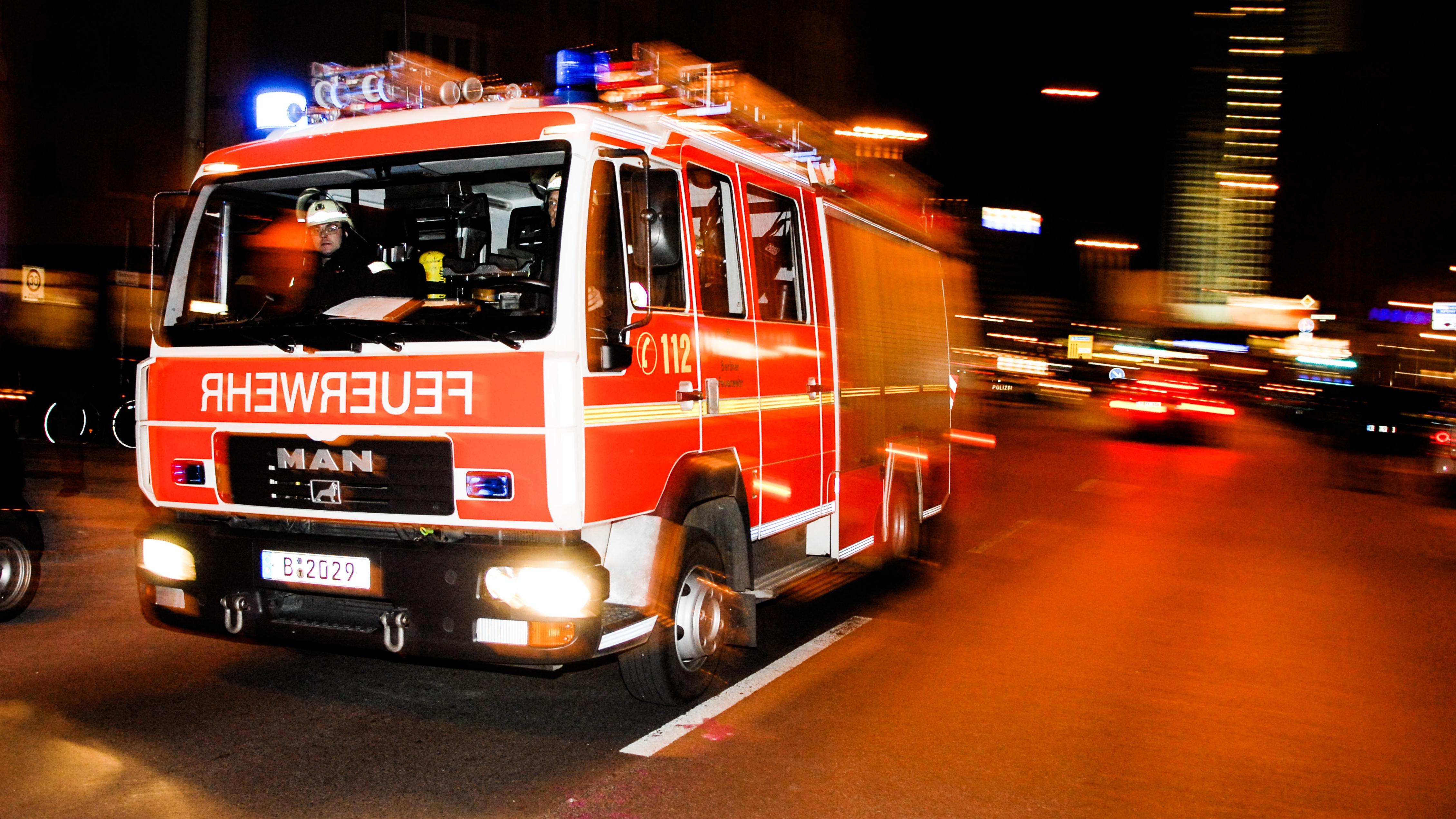 Feuerwehr auf dem Weg zum Einsatz