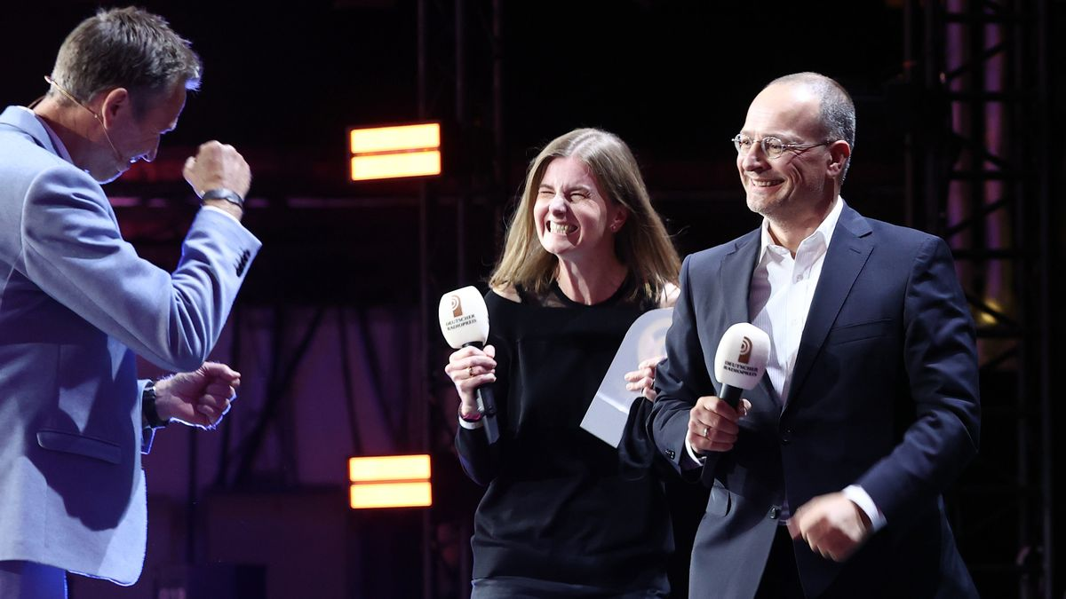 Laudator Dirk Steffen, Barbara Kostolnik und Steffen Jenter vom Sender B5 aktuell
