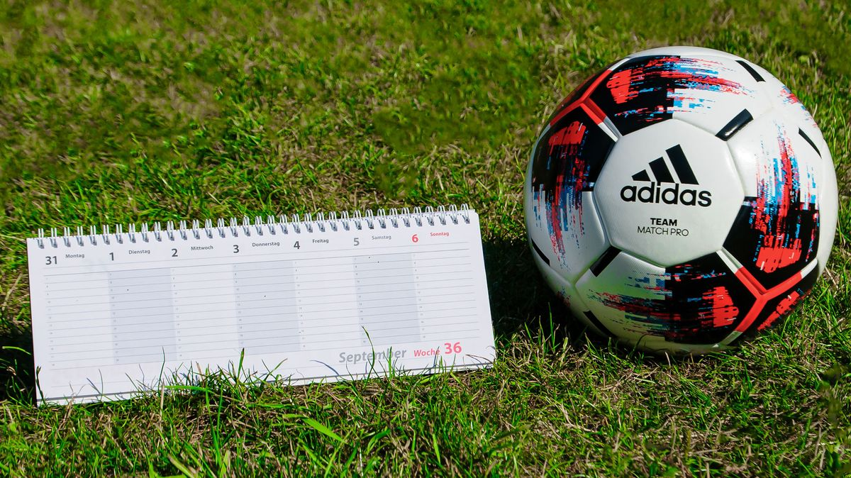 Terminplan und Bundesligaball