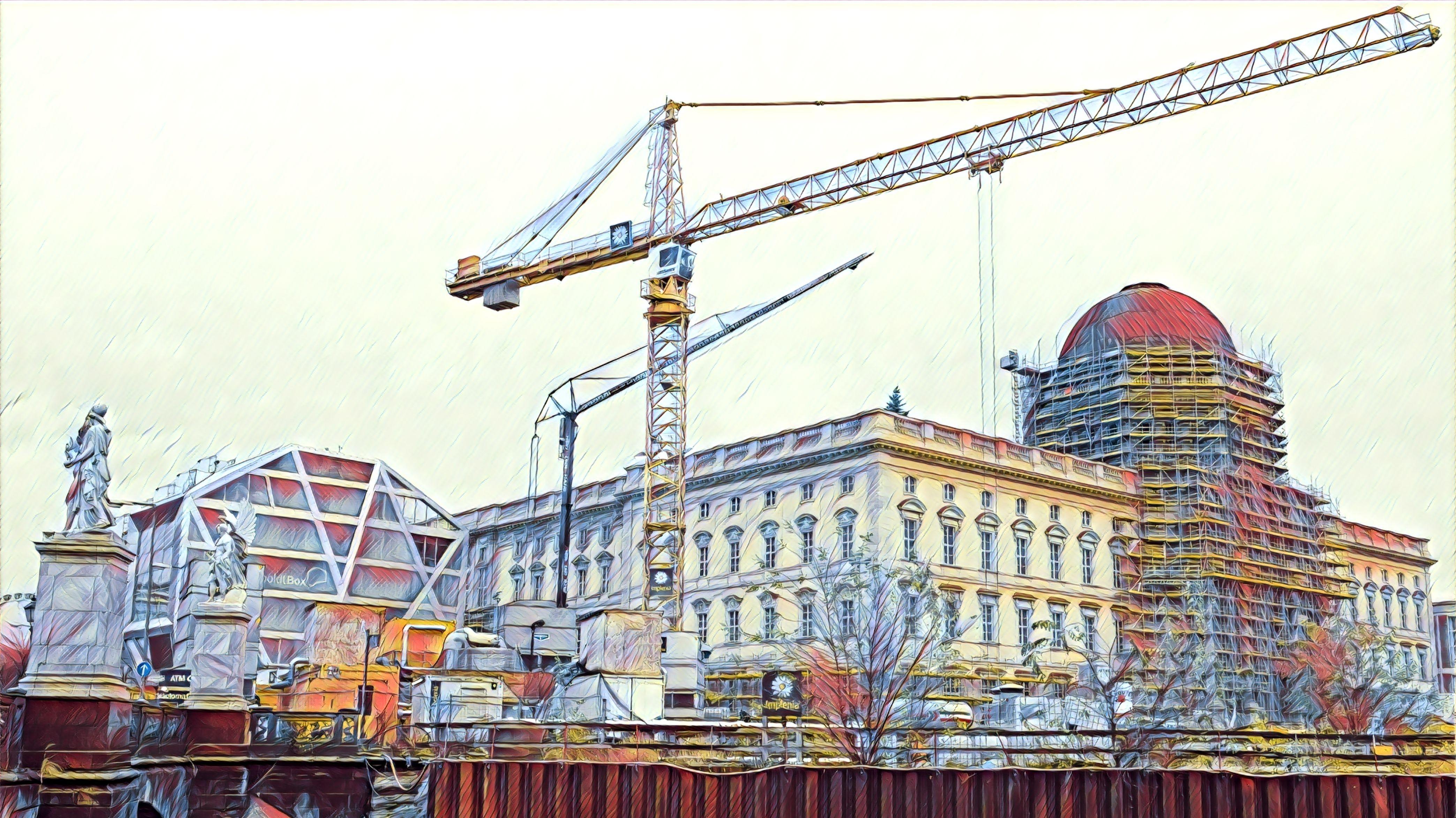 Die Fassaden des Humboldt Forums sind fast fertig gestellt. Nur der Bereich um den künftigen Haupteingang ist noch eingerüstet.