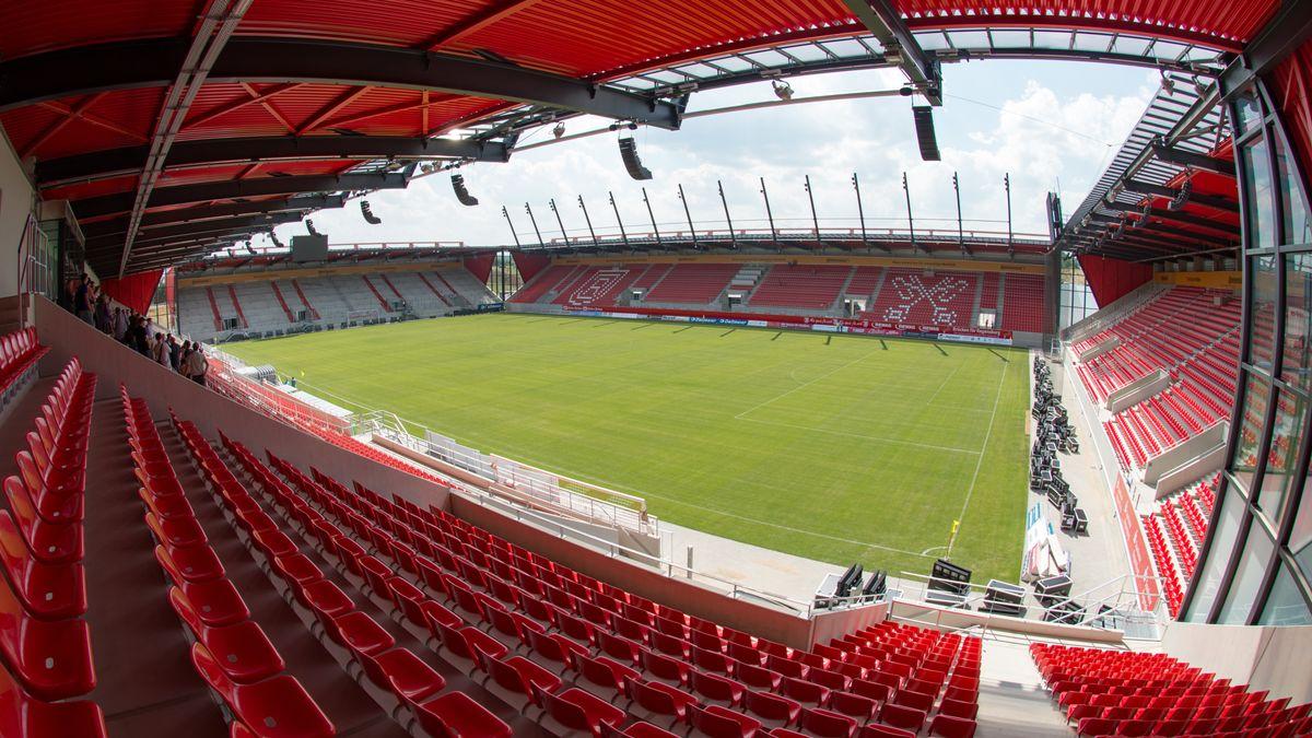 Innenansicht der Regensburger Arena.