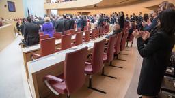 Plenum des Landtags: Leere Stuhlreihen der AfD während der Rede von Charlotte Knobloch, Ex-Präsidentin des Zentralrats der Juden in Deutschland | Bild:dpa-Bildfunk