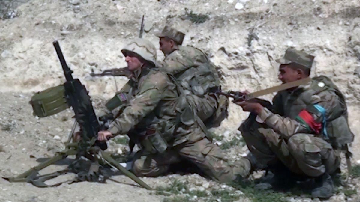 Aserbaidschanische Truppen greifen die armenischen Stellungen an.