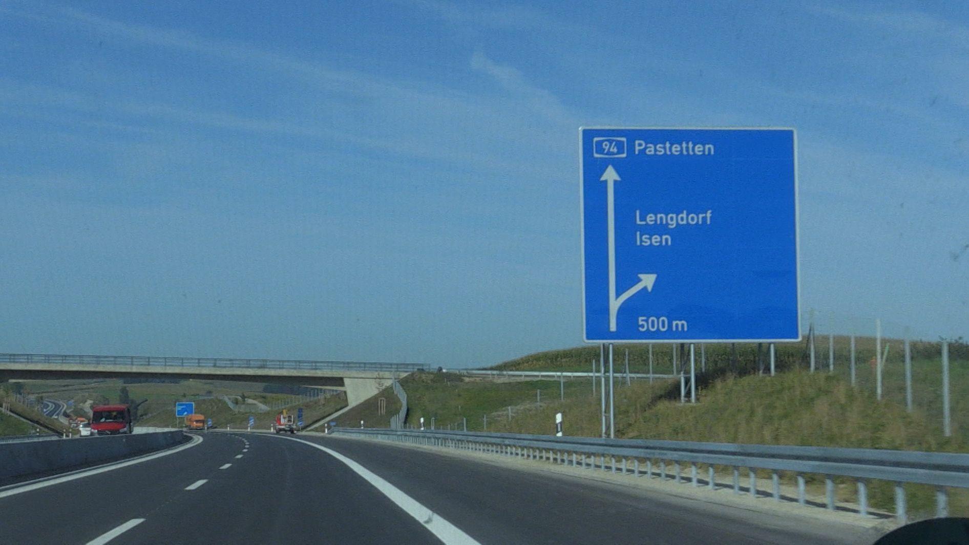 Die Ausfahrt Lengdorf auf der umstrittenen A94 durchs Isental.