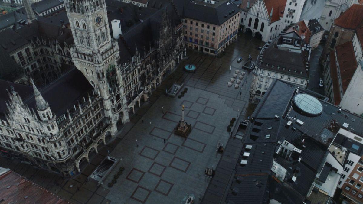 Blick auf den leeren Münchner Marienplatz