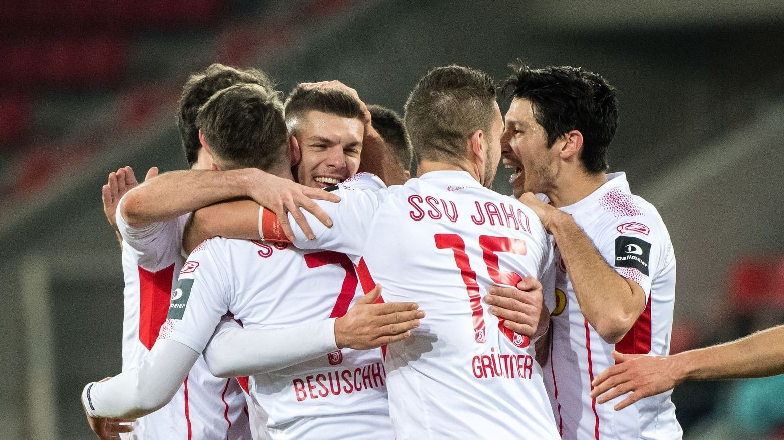 Der SSV Jahn Regensburg startet nach der Corona-Zwangspause am 16. Mai mit einem Heimspiel gegen Holstein Kiel in der zweiten Fußball-Bundesliga.