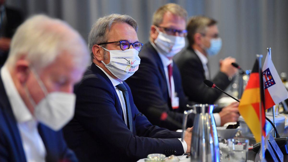 Bundesinnenminister Horst Seehofer und der Innenminister von Thüringen Georg Maier während der Innenministerkonferenz (IMK)