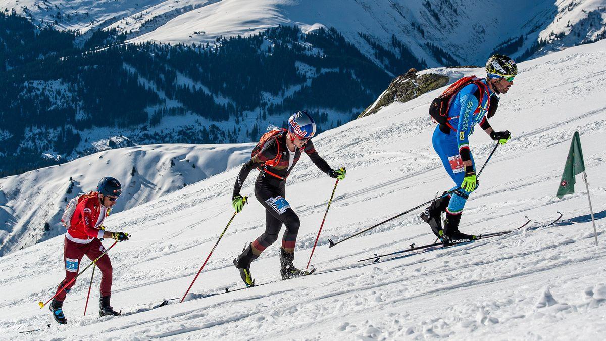 Skibergsteiger bei einem Wettbewerb im Dezember 2019 in der Schweiz