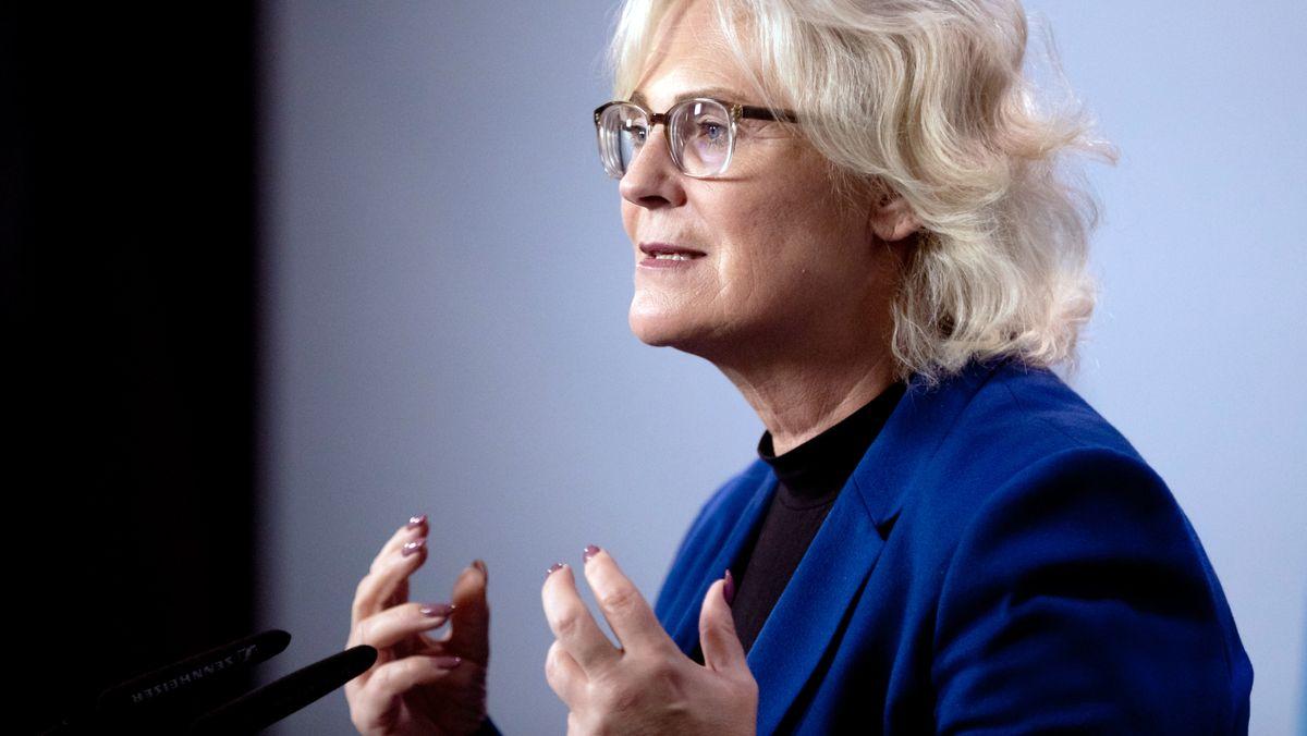 Bundesjustizministerin Christine Lambrecht (SPD) hat ein verschärftes Gesetz gegen Kindesmissbrauch auf den Weg gebracht.