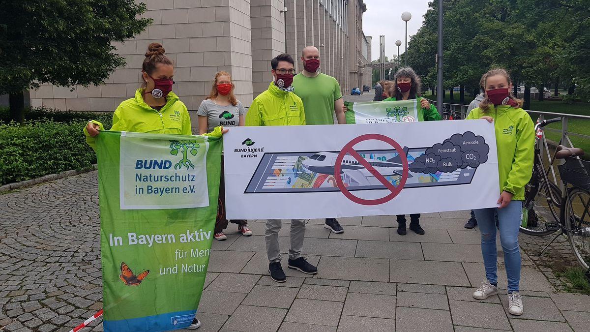 Demo der Startbahngegner gegen die Ausbaupläne