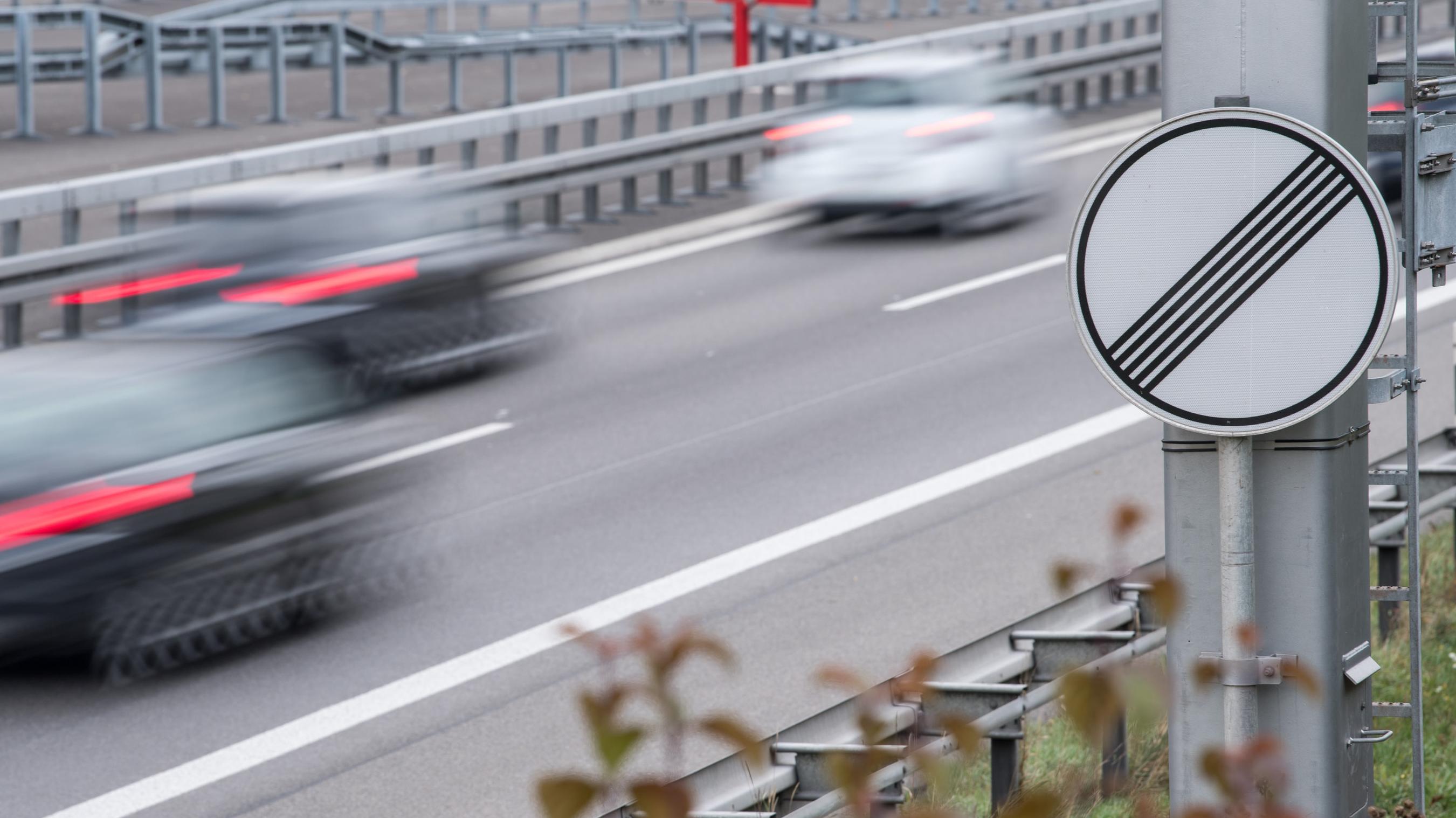 Verkehrsschild an einer Autobahn
