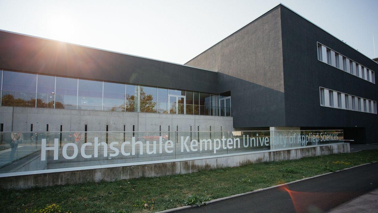 An der Hochschule Kempten diskutieren Verkehrsexperten und Politiker über die angedachte Seilbahn vom Bahnhof in die Innenstadt.