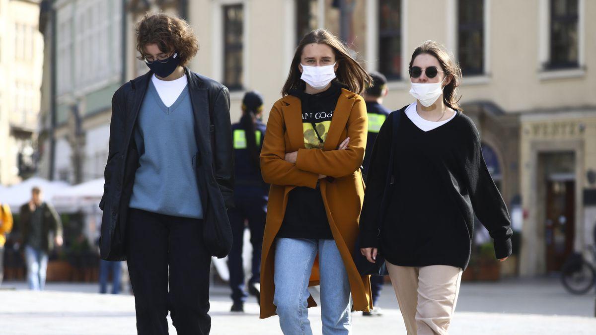 Symbolbild Jugendliche mit Maske