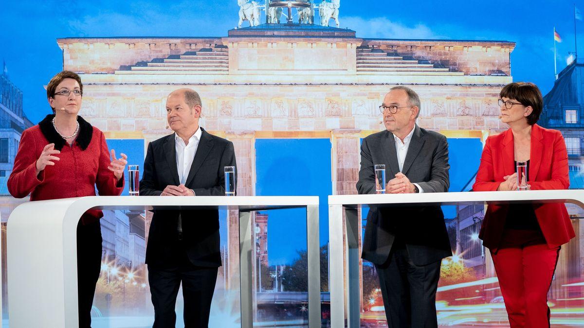 Die Kandidaten-Duos für den SPD-Vorsitz, Klara Geywitz (l-r, SPD), Olaf Scholz (SPD), Norbert Walter-Borjans (SPD) und Saskia Esken beim TV-Duell