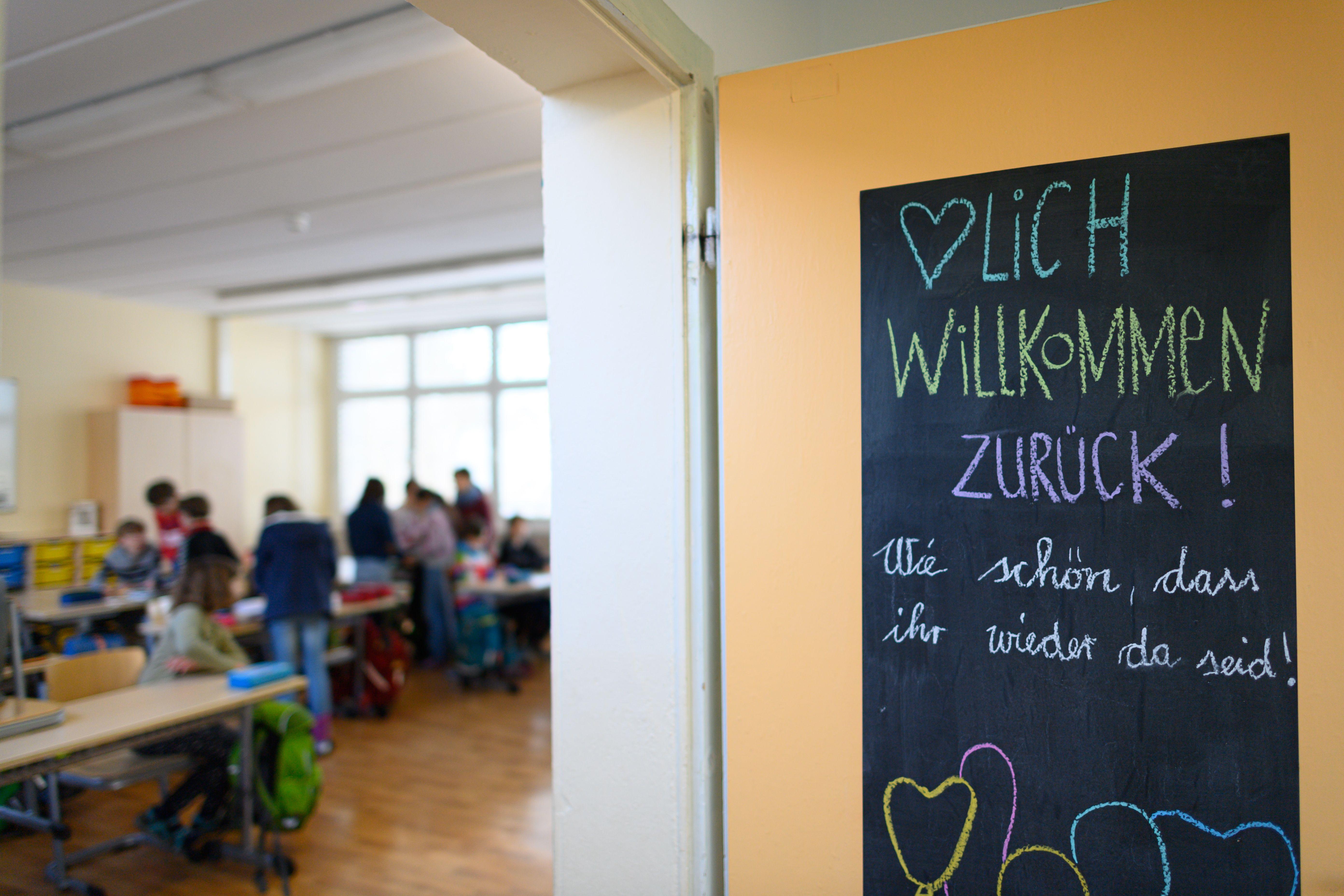 Brandbrief bayerischer Schulleiter an Kultusminister Piazolo