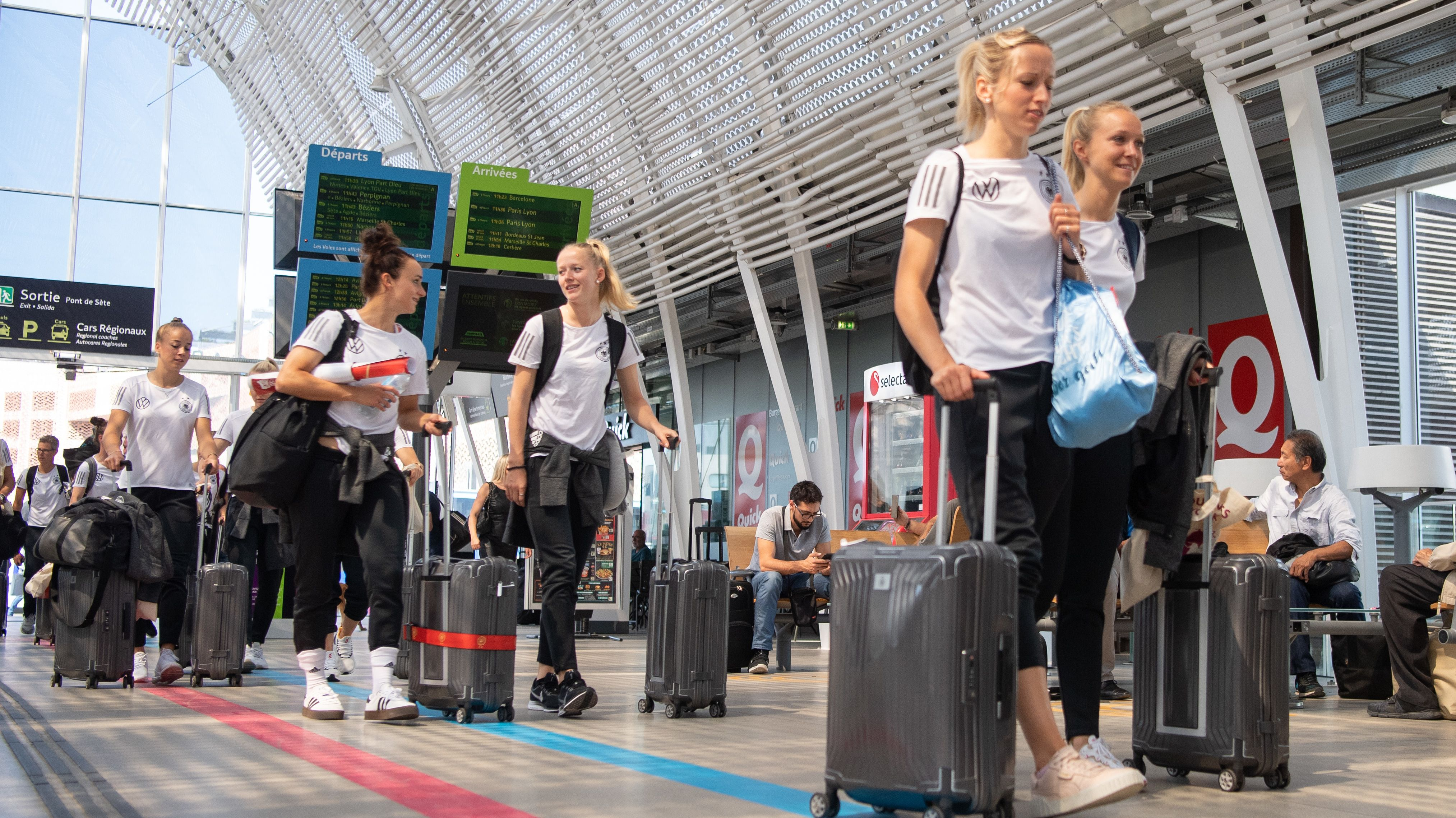 Deutsche Nationalspielerinnen bei der Abreise in Montpellier