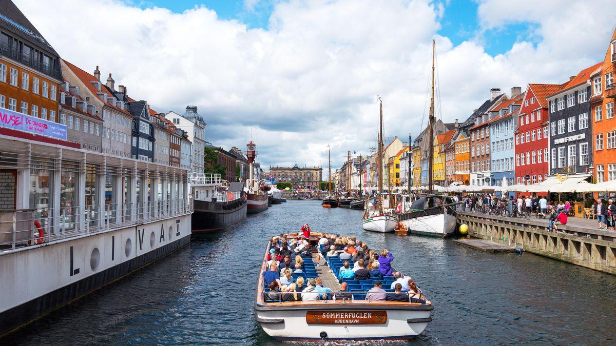 Traditionelle Häuser und Boote im Nyhavn Kanal, Copenhagen, Dänemark
