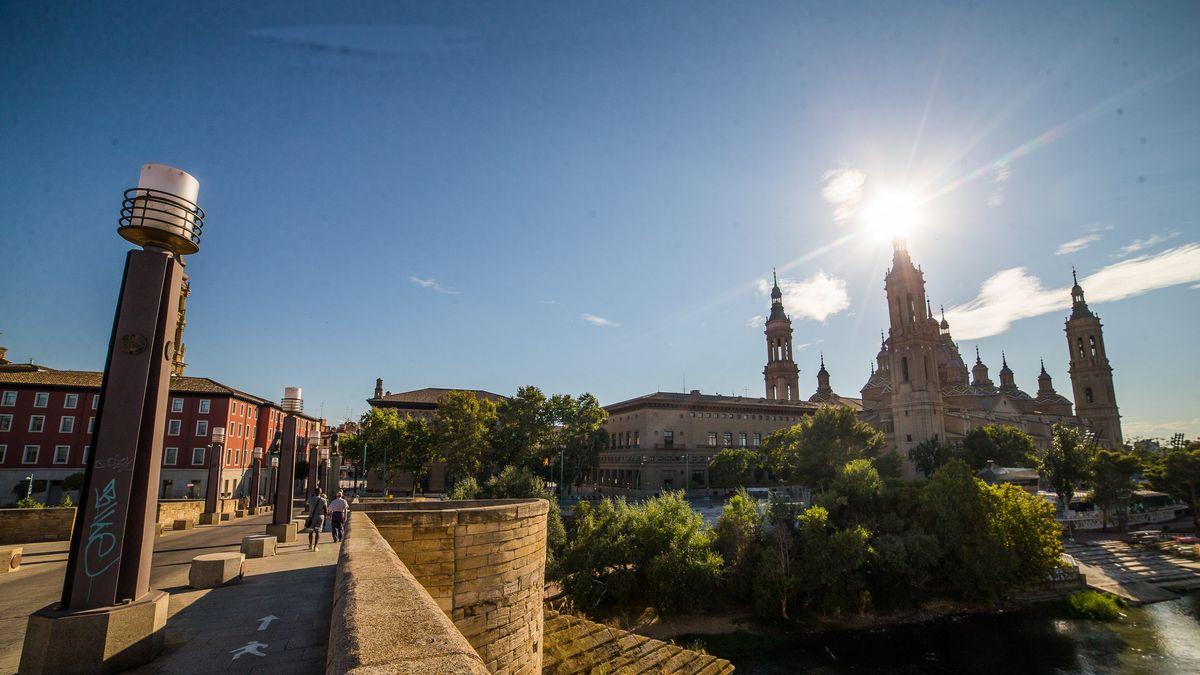 Blick auf die Basilika der Jungfrau von Pilar in Saragossa in Spanien.