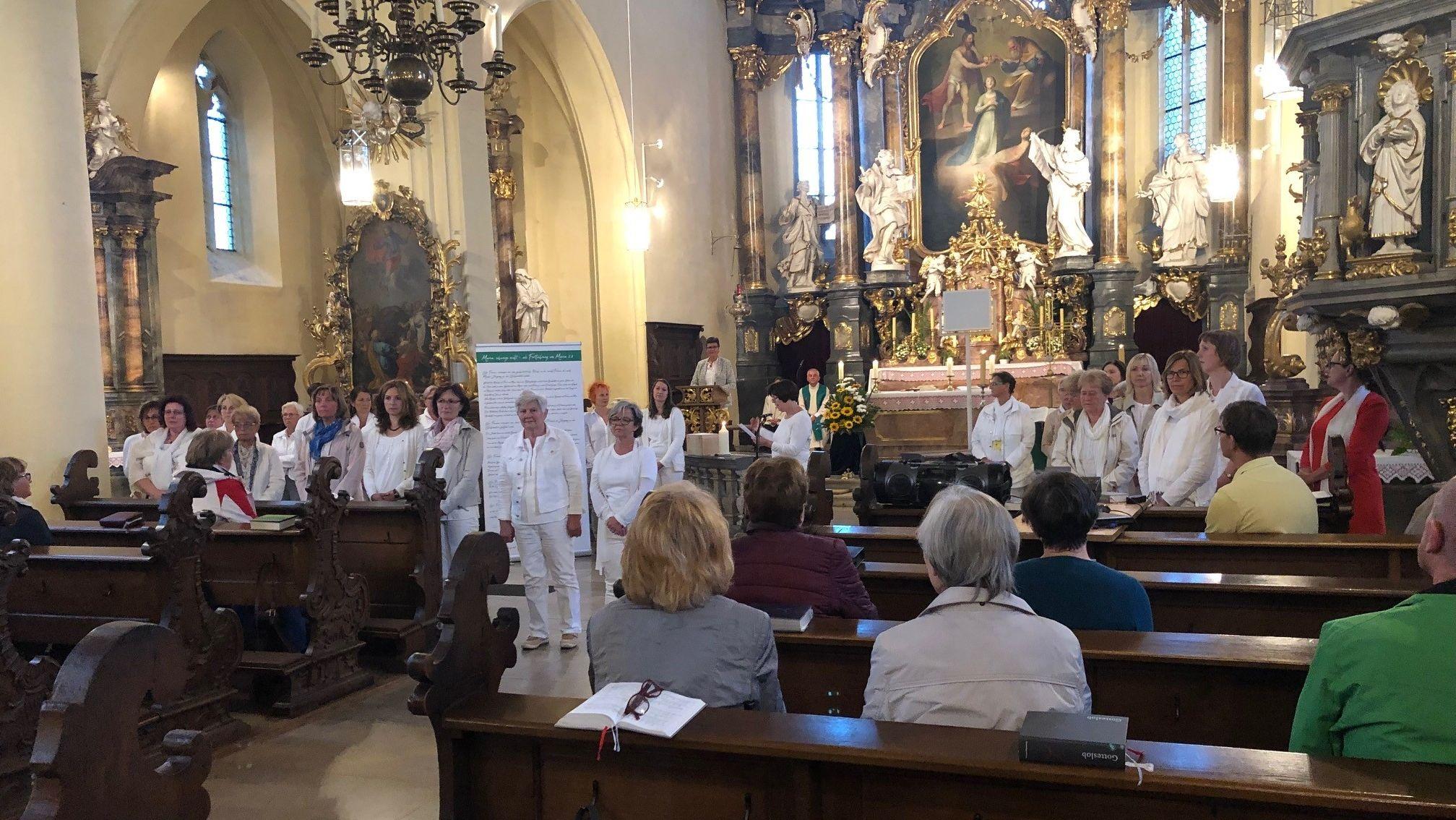 Frauen von Maria 2.0 in der katholische Kirche Gerolzhofen