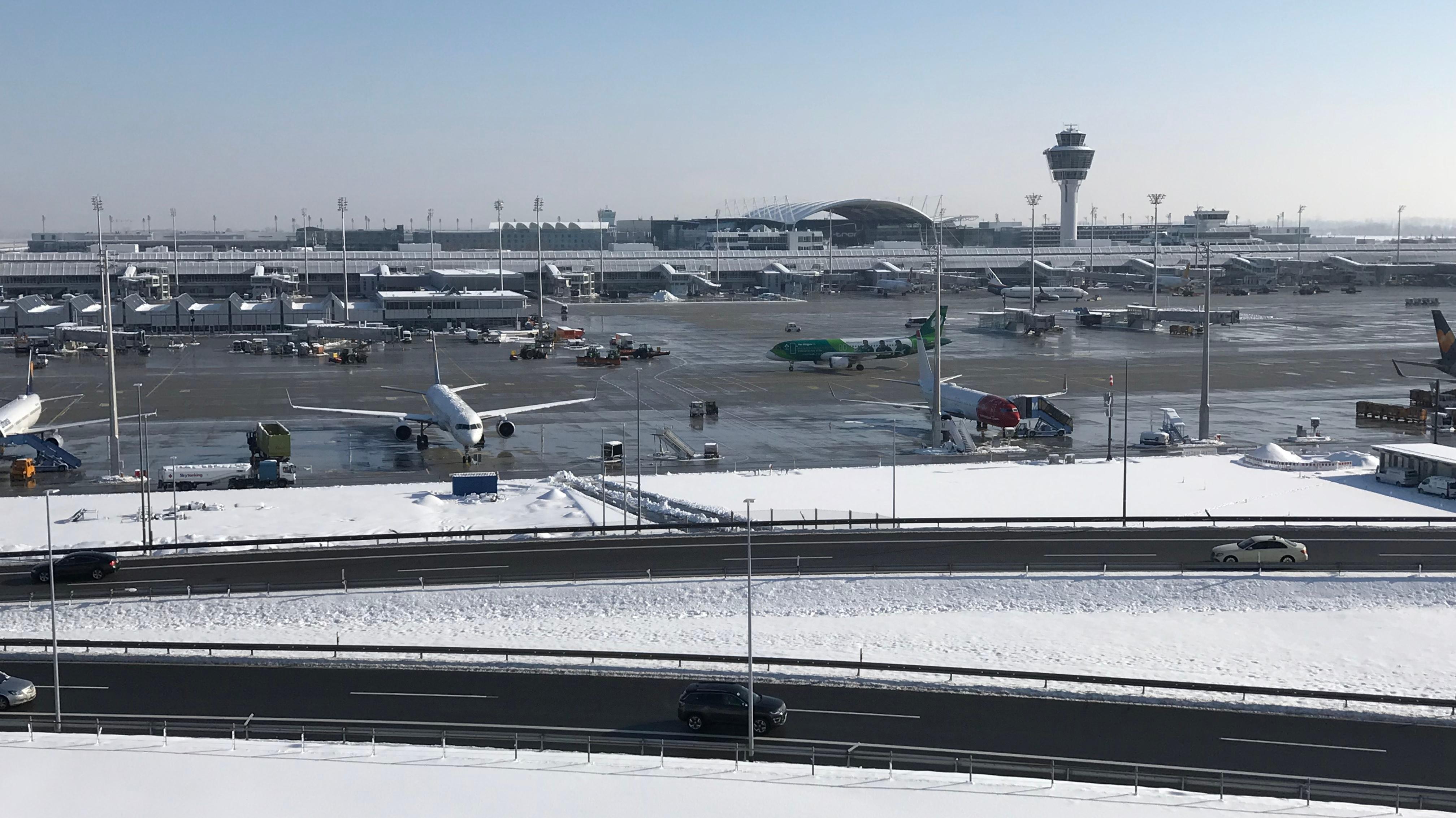 Schnee am Flughafen München