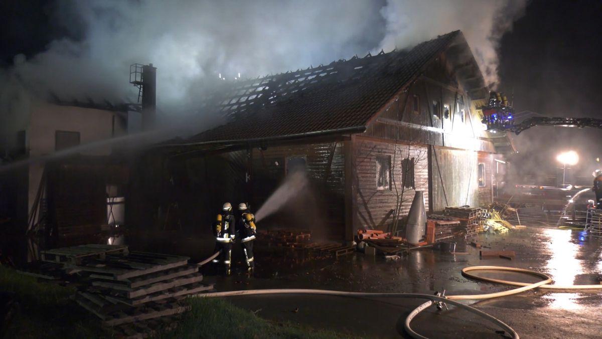 Die Schreinerei in Bad Neualenbreuth in Flammen