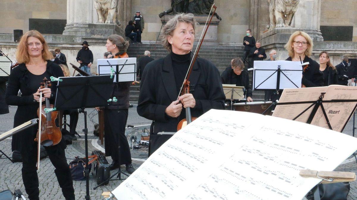 Musikerinnen auf dem Odeonsplatz