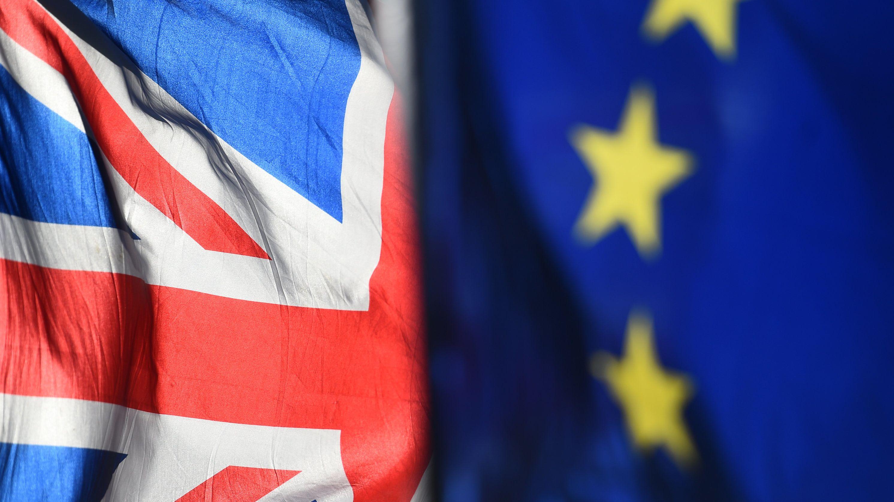 Der Union Jack und die Flagge der EU