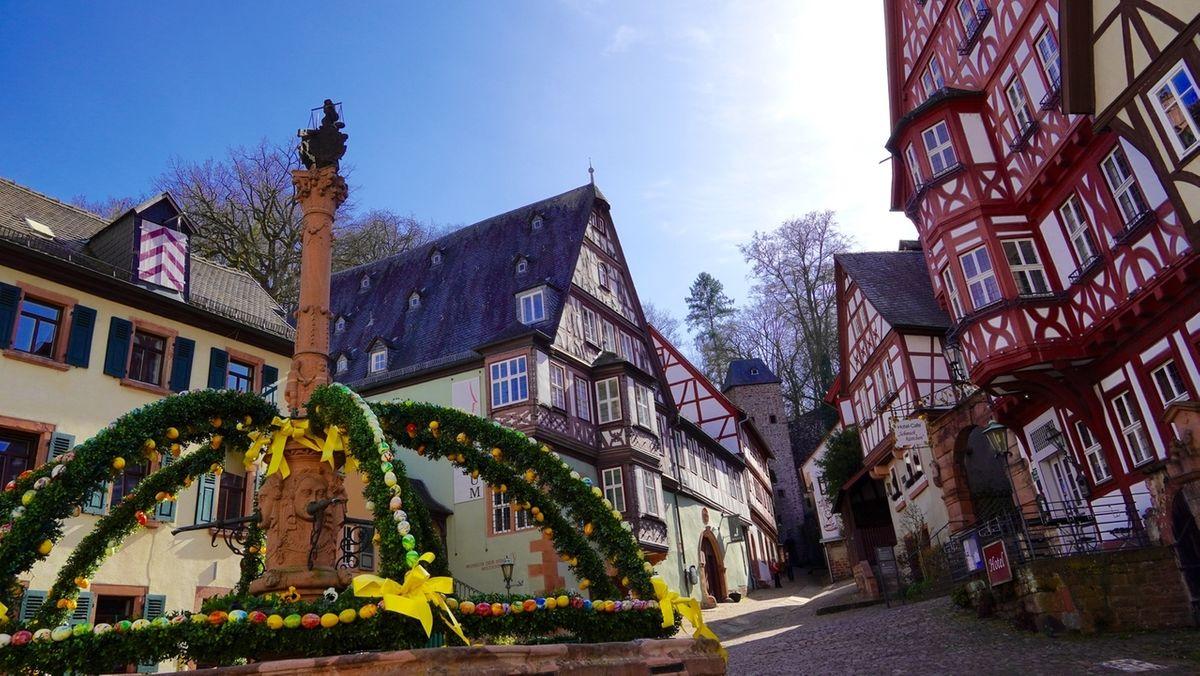 Osterbrunnen am Miltenberger Marktplatz