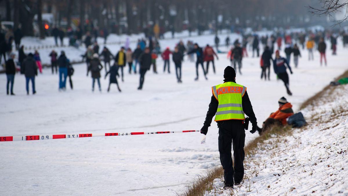 Viel los am Schlosskanal in München - Polizei musste eingreifen