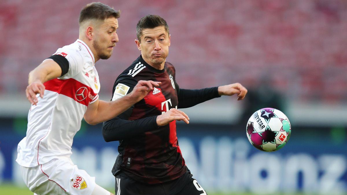 Zweikampf von Robert Lewandowski im Spiel beim VfB Stuttgart