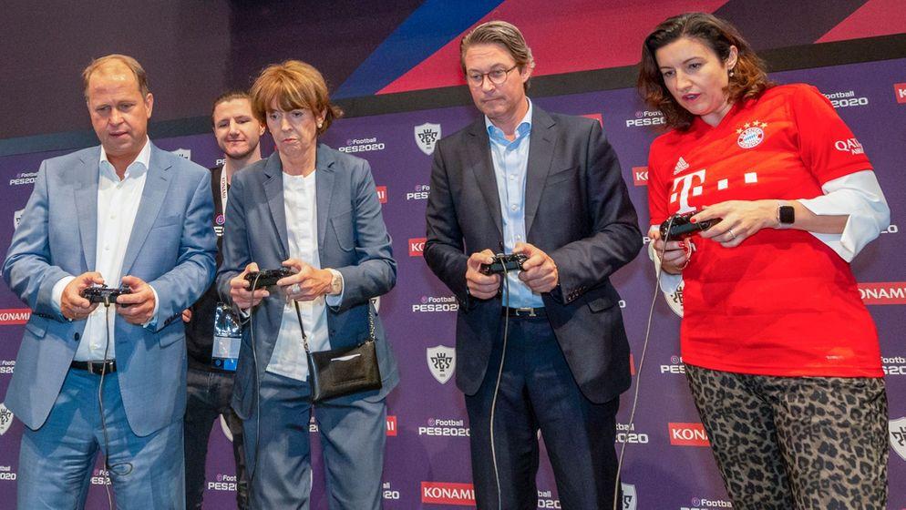Politiker mit Gamecontrollern bei der Eröffnung der Gamescom | Bild:Koelnmesse/Uwe Weiser