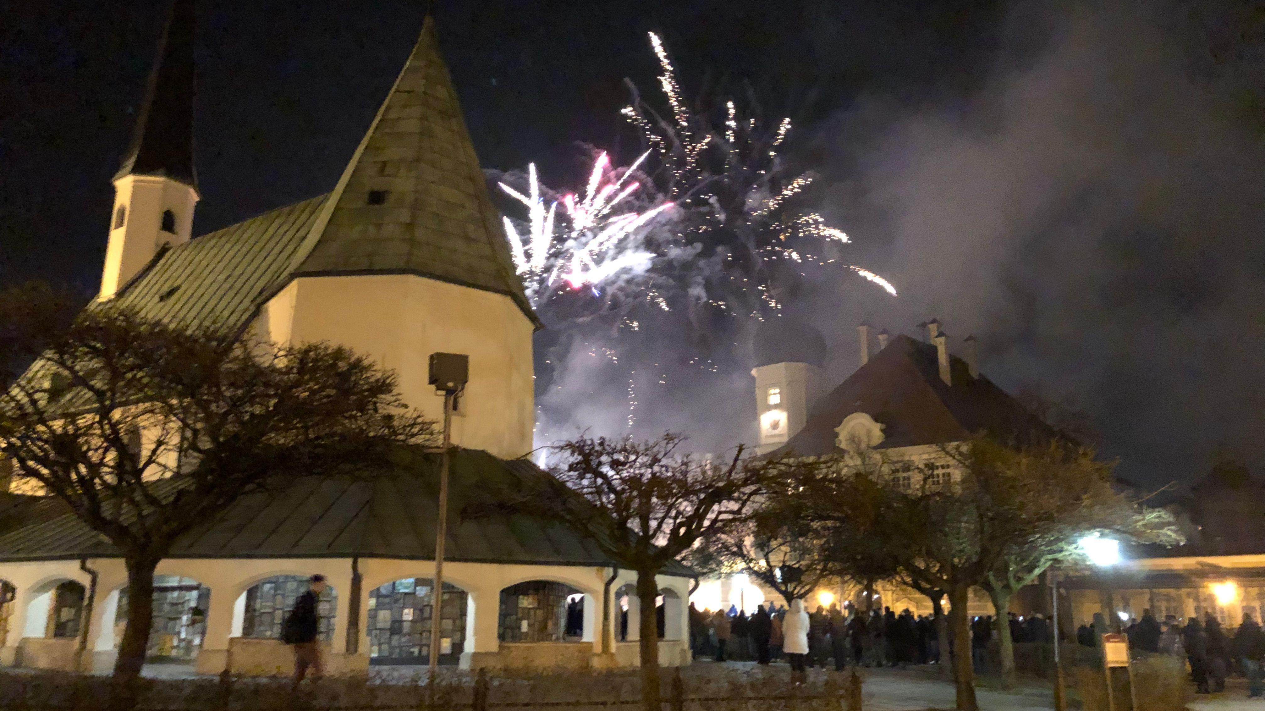 Feuerwerk auf dem Kapellplatz in Altötting