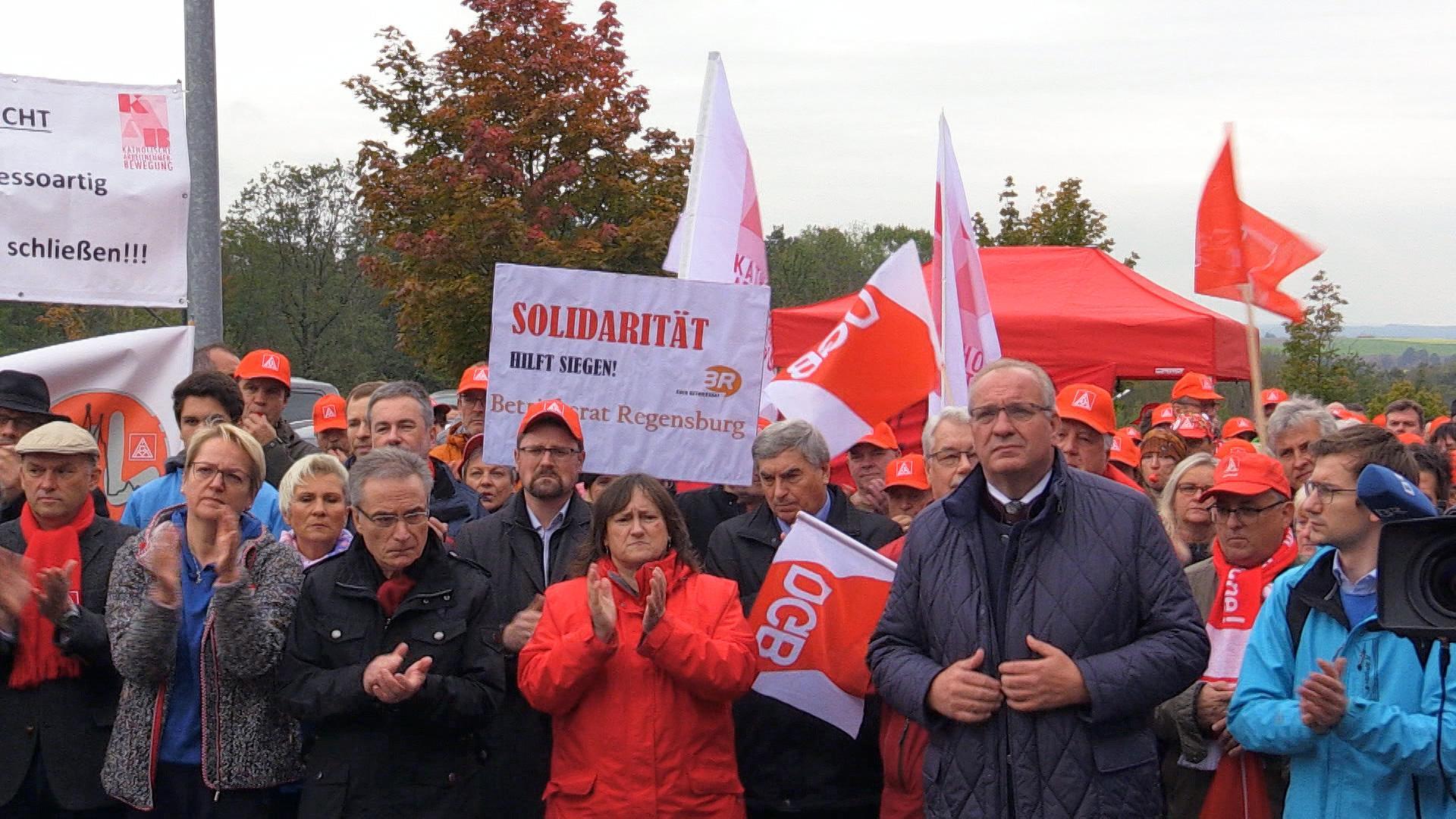 Demonstration wegen des Stellenabbaus bei Continental