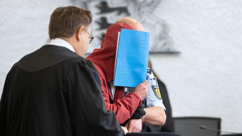 11.09.2019, Stuttgart: Angeklagter in einem Mordprozess nach einem tödlichem Unfall