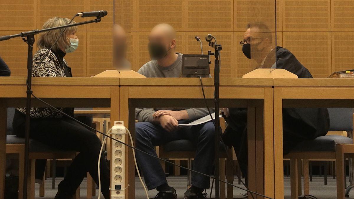 Der angeklagte Tscheche vor Gericht in Weiden.