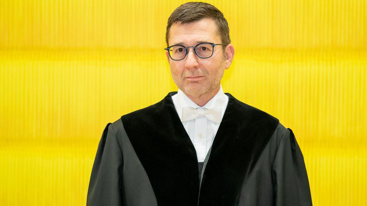 Der Vorsitzende Richter Michael Hammer muss mit seiner Kammer entscheiden: Hat der Angeklagte seine Verlobte ermordet oder nicht?