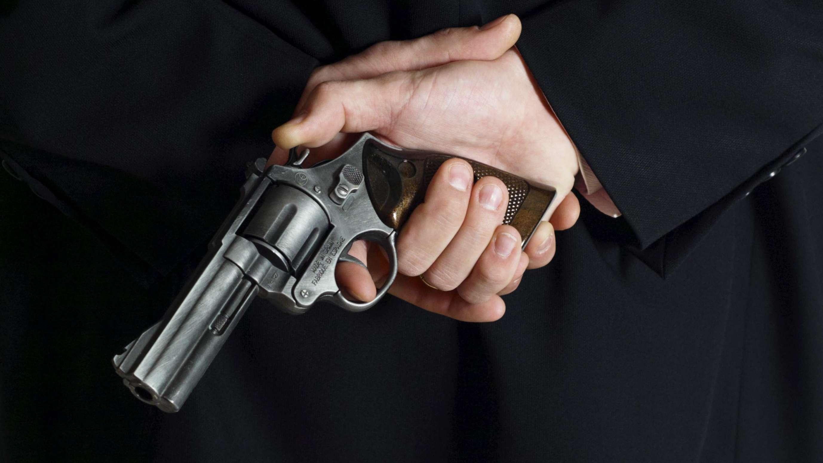 Symbolbild: Mann mit Revolver